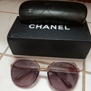 Women chanel sunglasses with accessories
